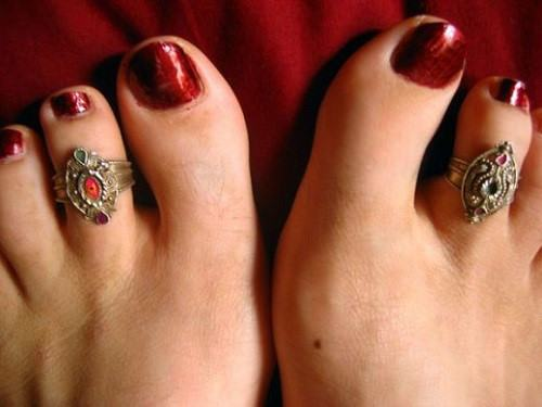 đeo nhẫn ngón chân ý nghĩa gì?