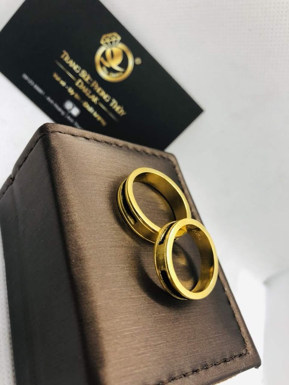đeo nhẫn ngón nào giữ tiền có ý nghĩa gì?