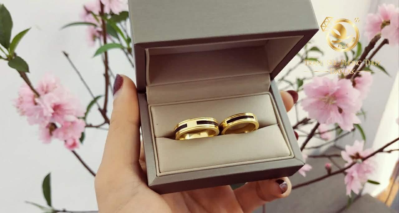 đeo nhẫn ngón nào hợp nhất