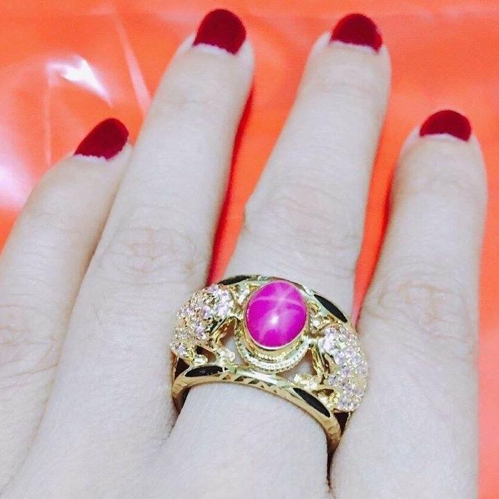 đeo nhẫn ngón giữa có ý nghĩa gì
