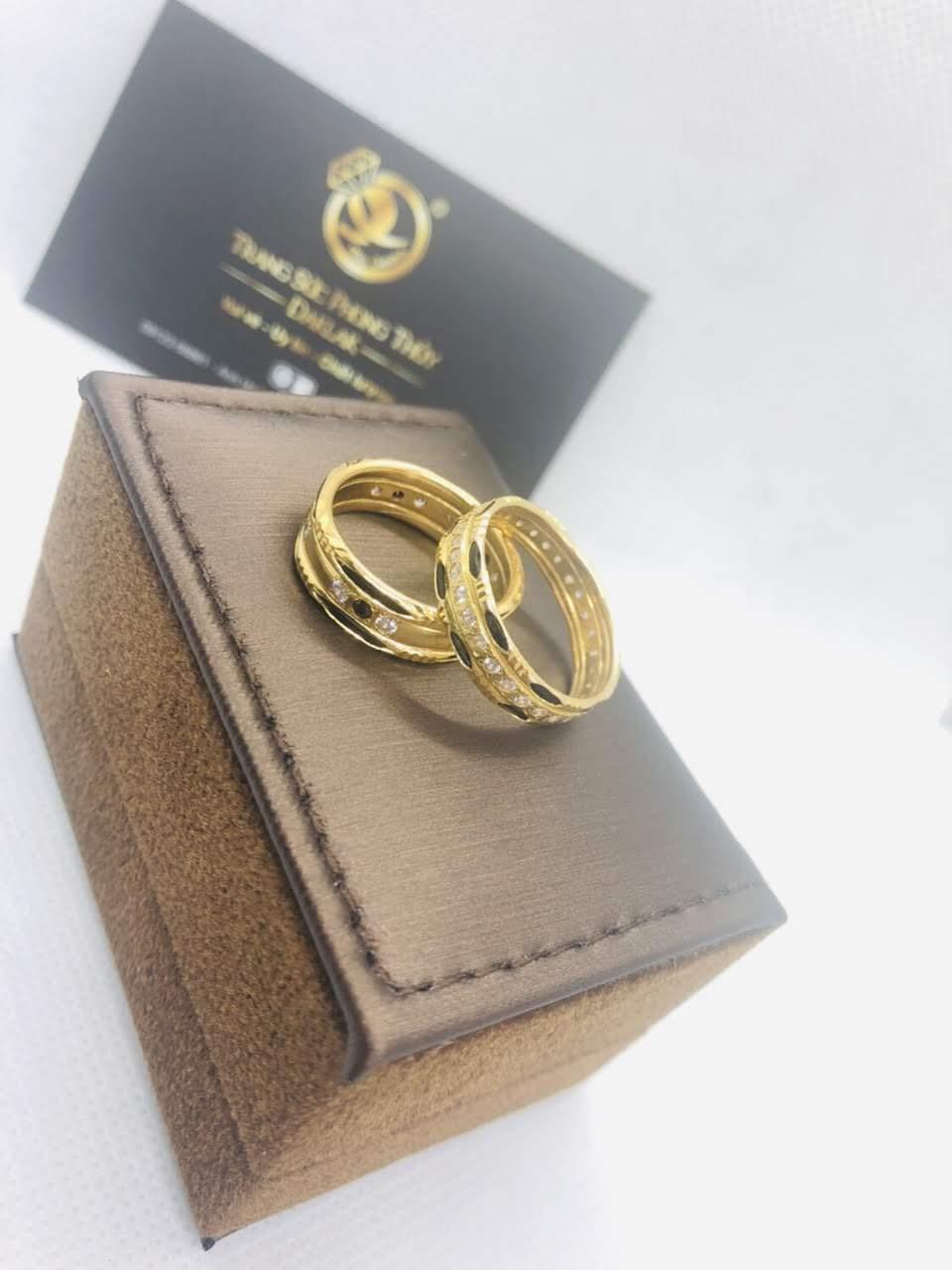 Nên đeo nhẫn ngón nào giữ tiền
