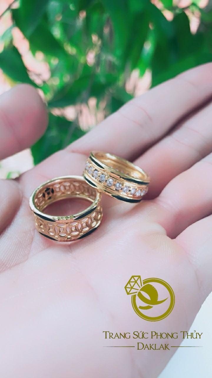 Mệnh thổ đeo nhẫn ngón nào may mắn
