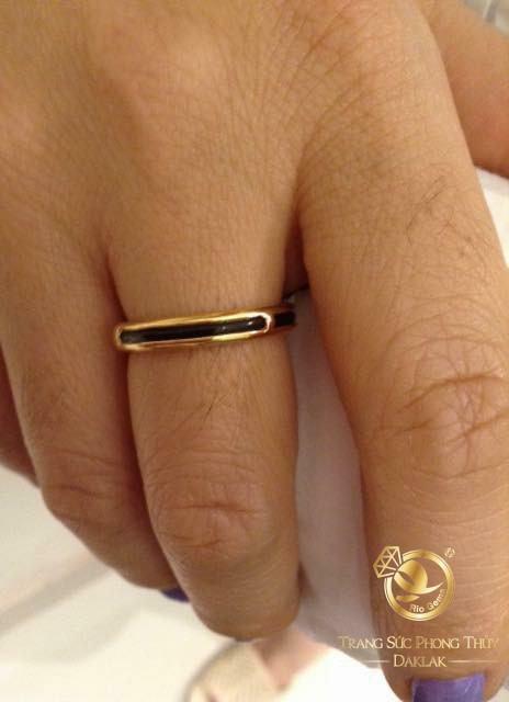 Nhẫn vàng 18k luồng lông voi đeo ngón giữa