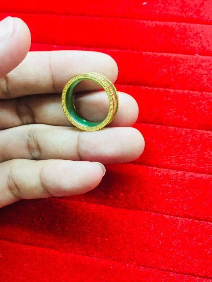 Nhẫn Cẩm Thạch phong thủy chạy 4 viền hoa văn vàng
