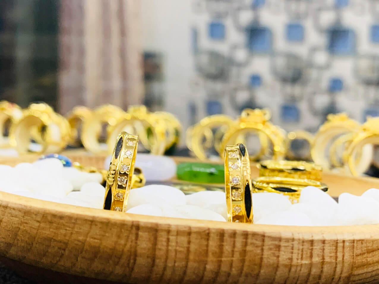 Cặp nhẫn vàng 18K Riogems được gia công tại xưởng