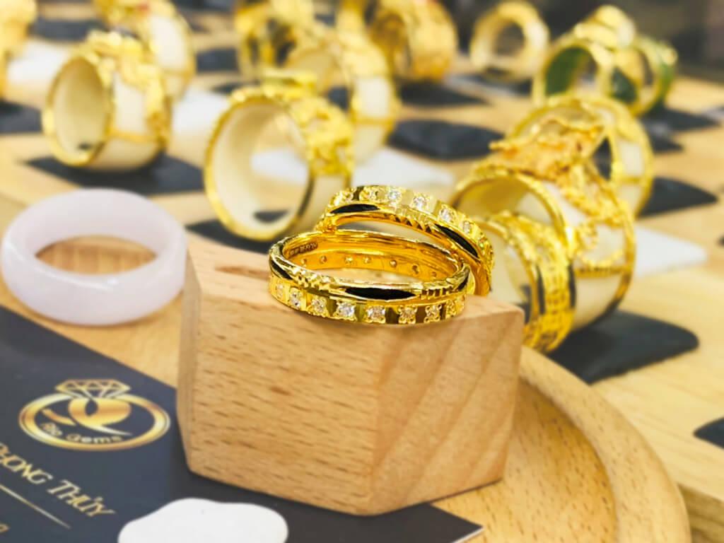 Cặp nhẫn VÀNG 18K đính 1 hàng đá Cz
