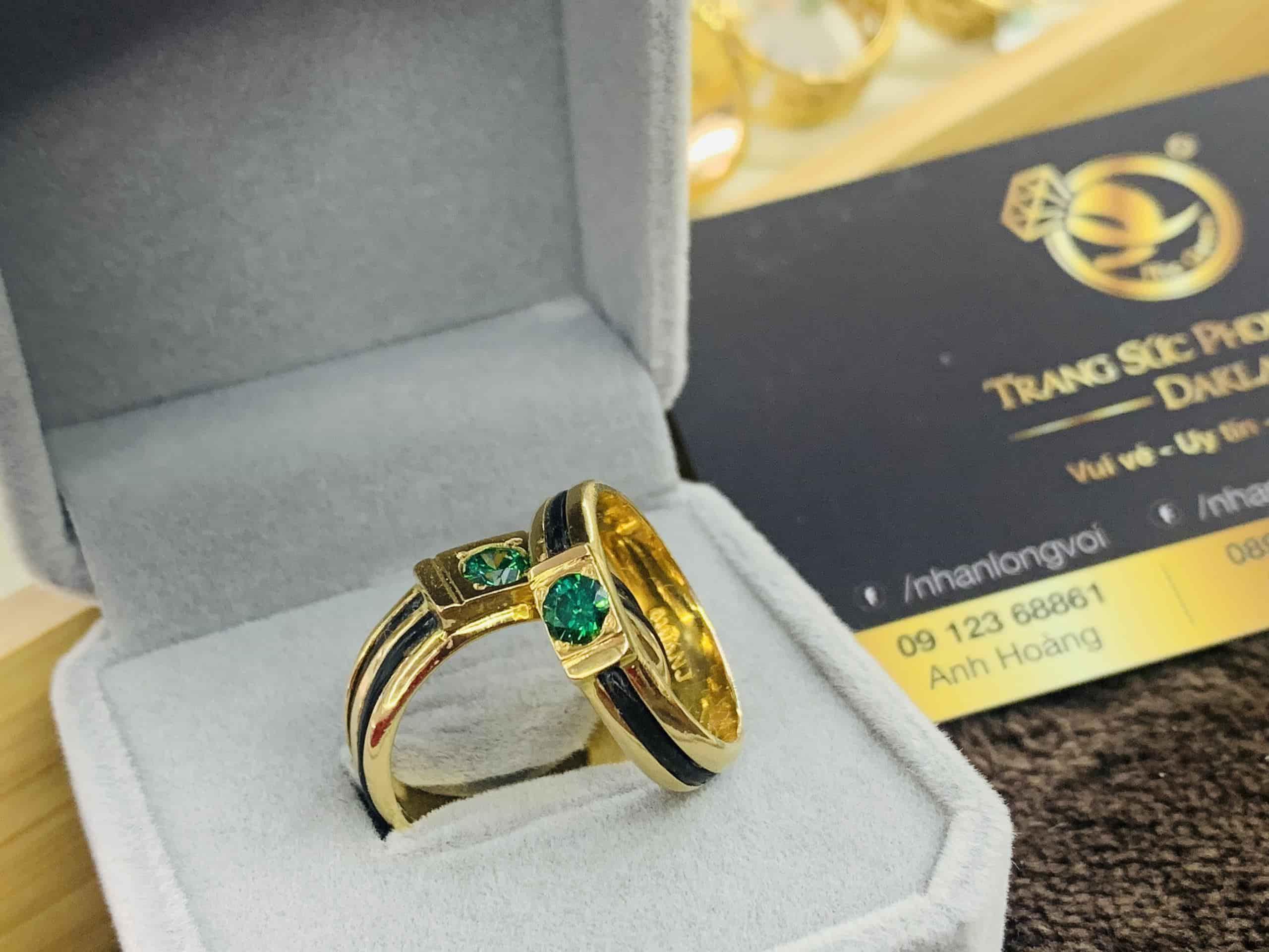 Cặp nhẫn cưới 18K đính đá CZ xanh Riogems