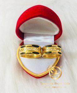 Cặp nhẫn dích dắc chạy vàng 18K đan chéo phong thủy (lông fake)
