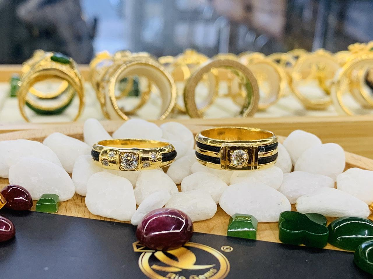 Cặp nhẫn vàng đính KIM CƯƠNG tự nhiên SJC