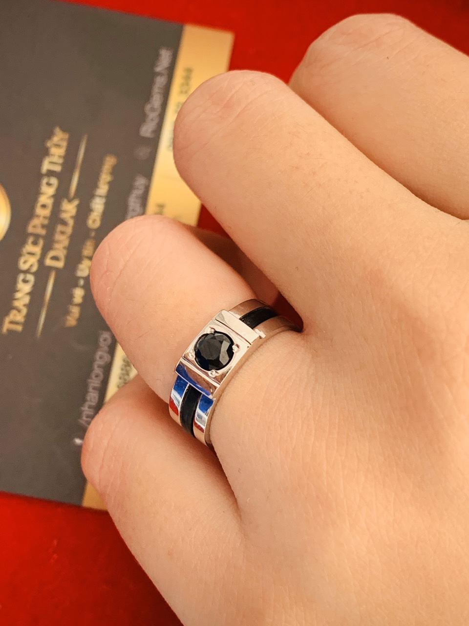 Cặp nhẫn vàng trắng đính đá Sapphire đen