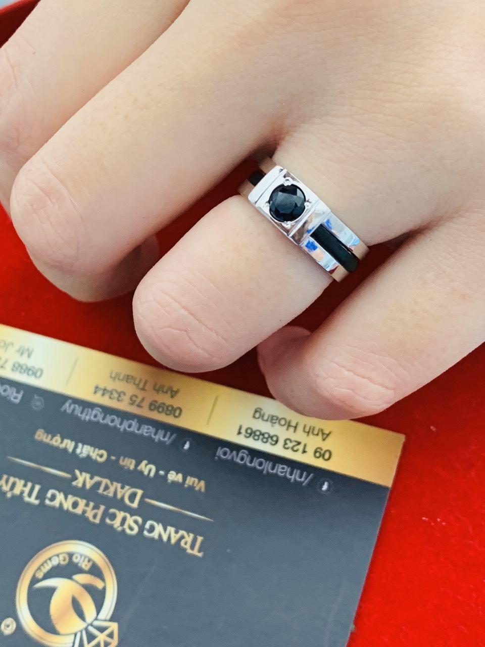 Cặp nhẫn vàng trắng phong thủy đính đá Sapphire đen tự nhiên