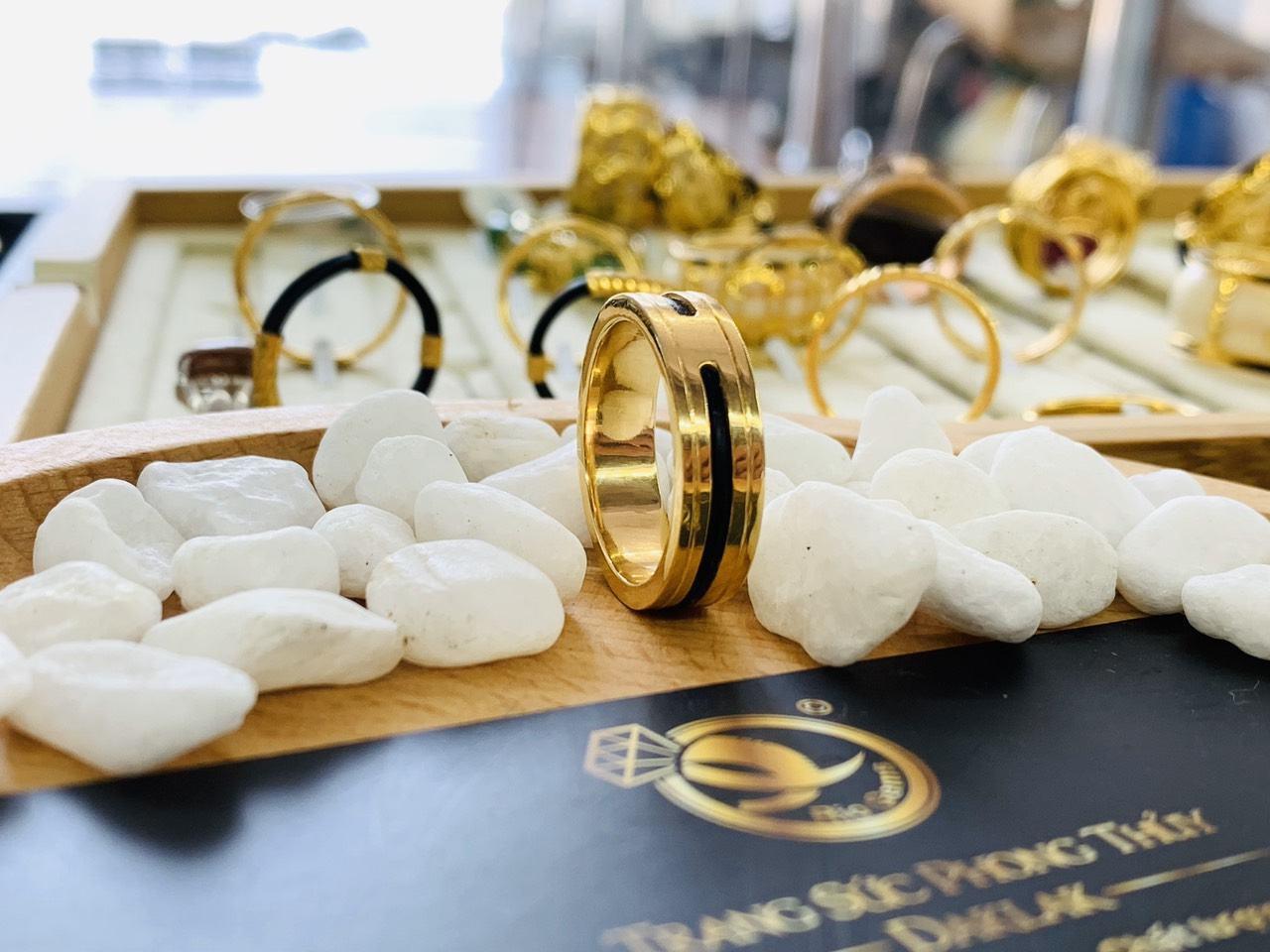 Nhẫn nữ đẹp 2 viền khắc vàng 18K phong thủy