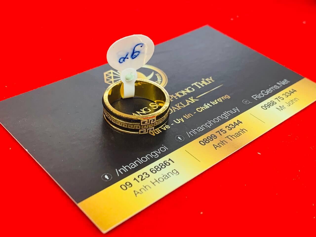 Mẫu nhẫn 1 hàng hoa văn VÀNG 18K chạy 2 sợi lông fake Bảng 6mm (Hoa văn chìm)