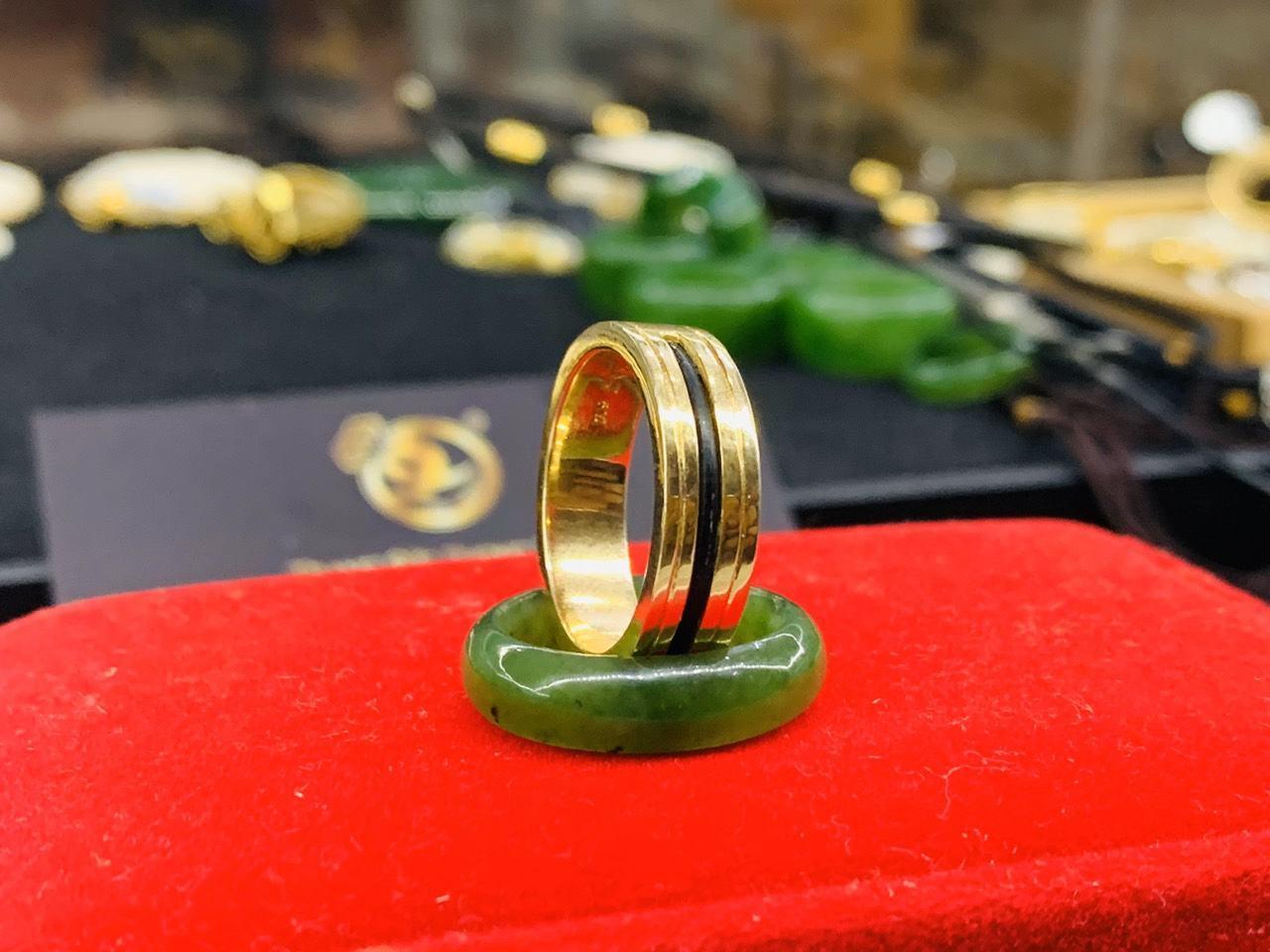 Nhẫn nữ đẹp 2 viền khắc vàng 18K - Bảng 6 mm