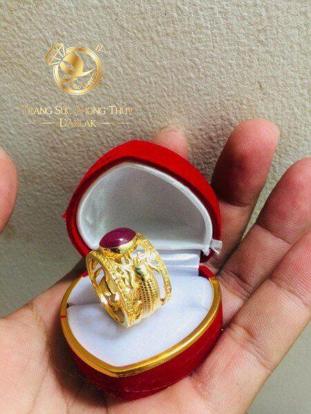 Nhẫn 2 cá chép hoa văn vàng chầu ngọc Ruby