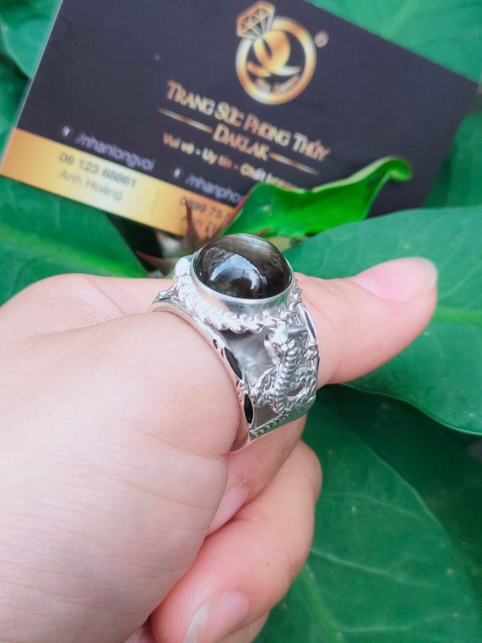 Nhẫn 2 rắn bạc 925 chầu ngọc Sapphire đen Buôn Hồ