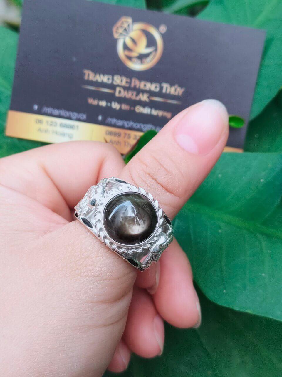 Nhẫn 2 rắn bạc 925 chầu ngọc Sapphire đen