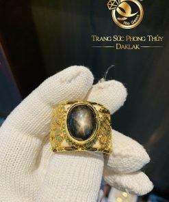 Nhẫn Càn Long 2 rồng vàng 18K cuộn đứng Sapphire đen