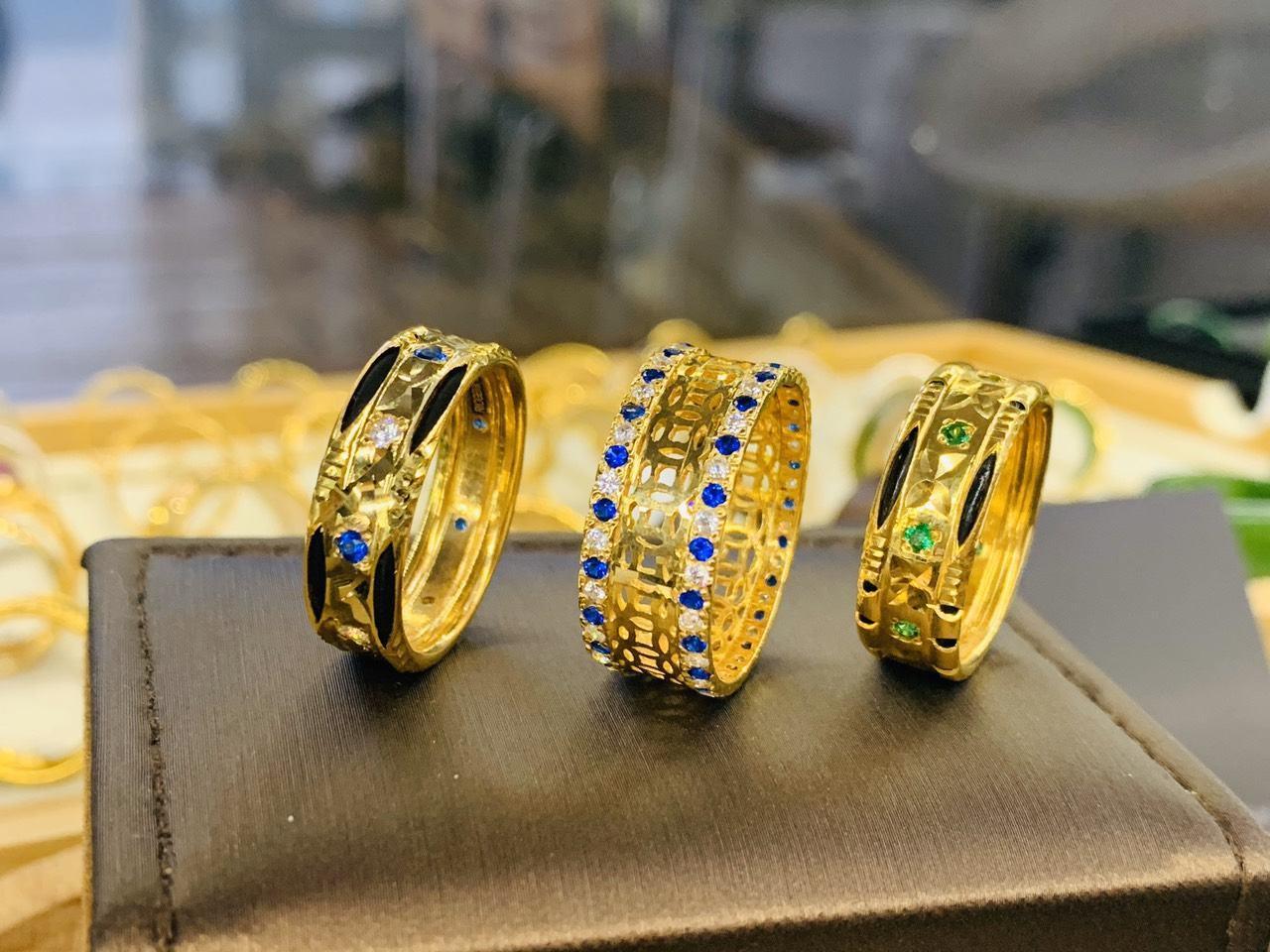 Nhẫn Kim Tiền vàng chạy 2 hàng đá xanh dương hợp mệnh Mộc - Thủy