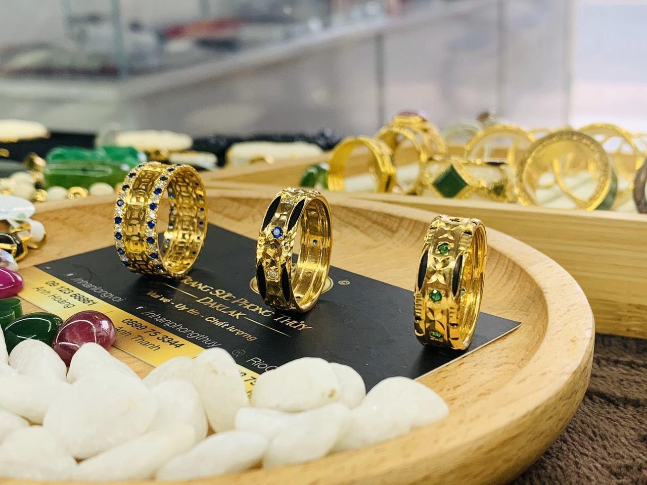 Nhẫn Kim Tiền vàng đính đá xanh dương