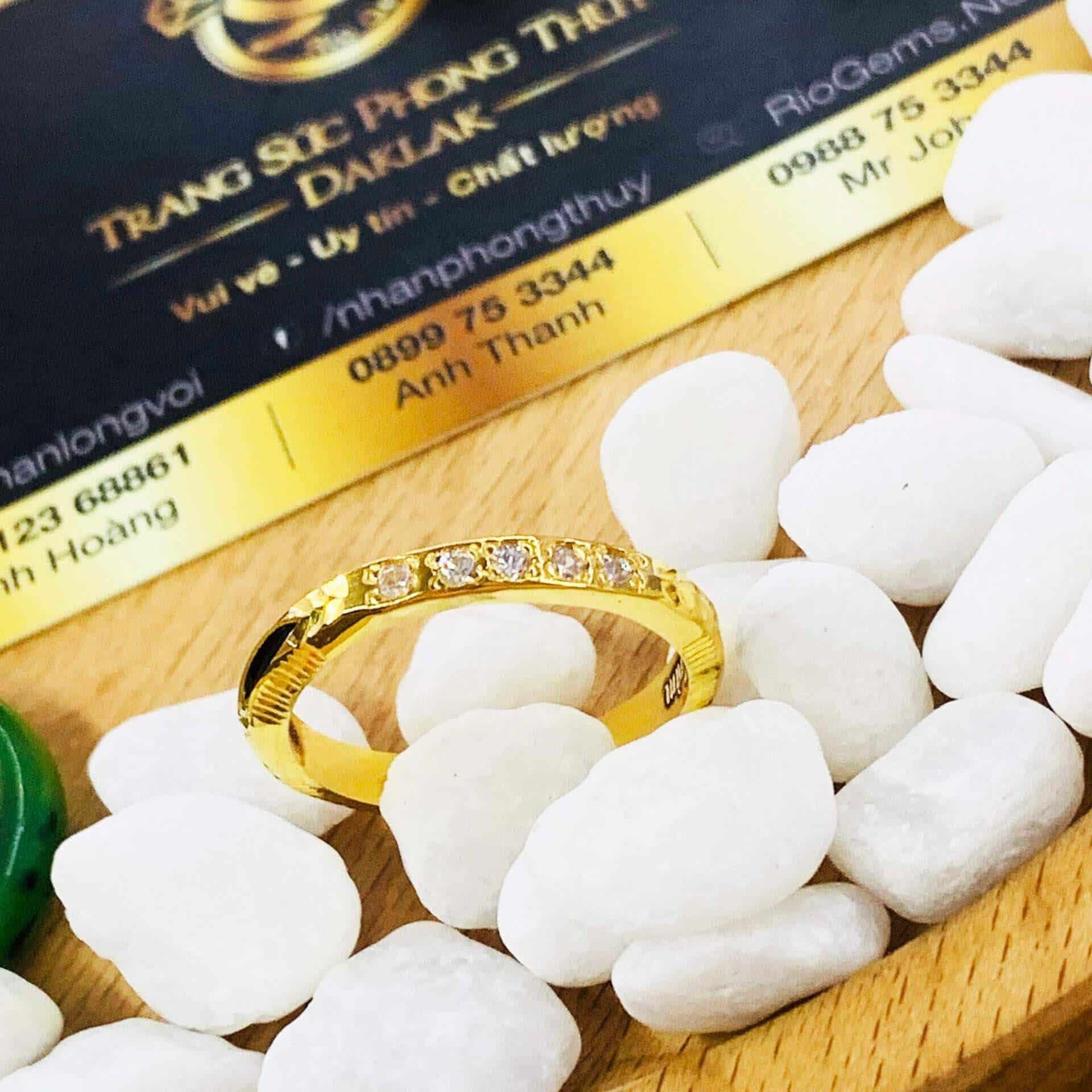 Nhẫn Ngũ Phúc vàng 18K đính đá Cz phong thủy (lông FAKE)