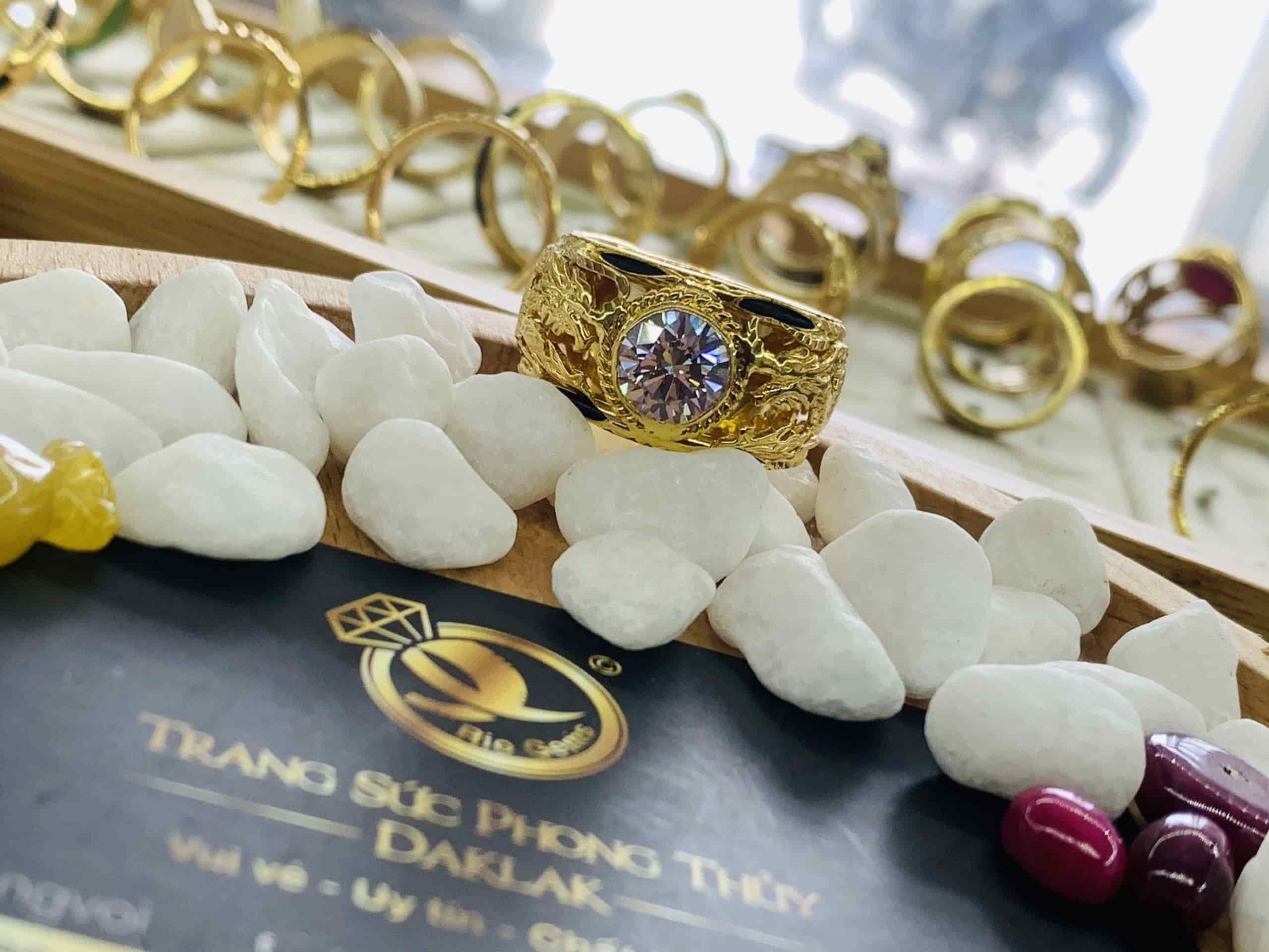 Nhẫn Rồng vàng 18K đính Cz trắng