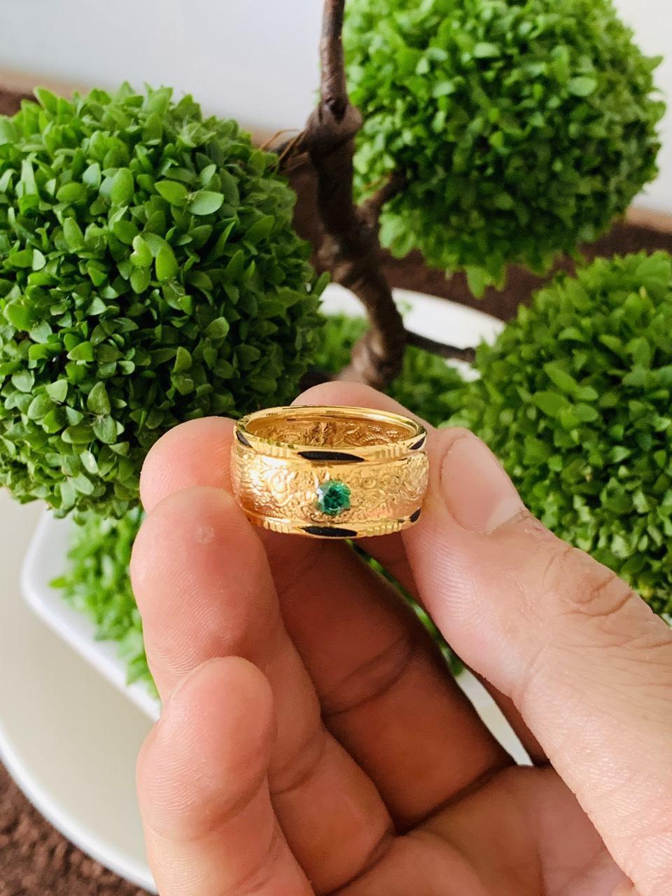 Nhẫn Rồng Phụng vàng 18K chầu Cz xanh lá Riogems