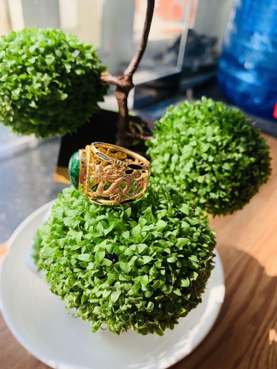 Nhẫn Rồng Rồng vàng 18K Sapphire xanh lá