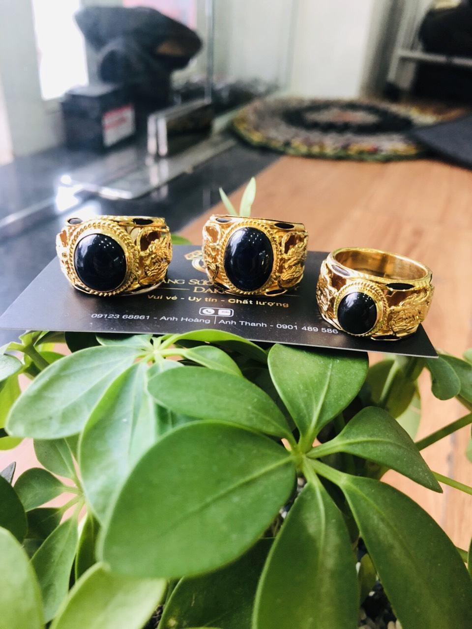 Nhẫn Rồng Rồng vàng 18K đính ngọc Sapphire đen Phan Thiết