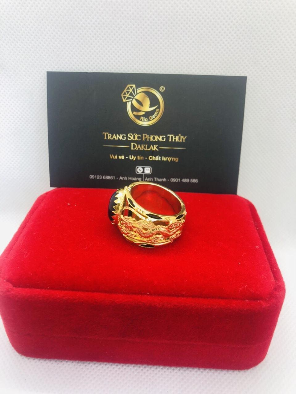 Nhẫn Rồng vàng đính ngọc Sapphire đen
