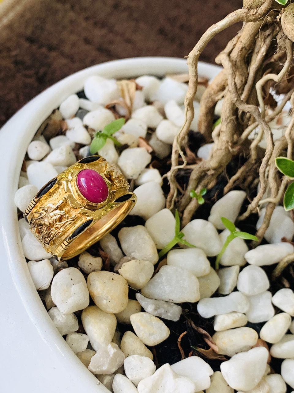 Nhẫn Rồng vàng 18K chầu ngọc Ruby