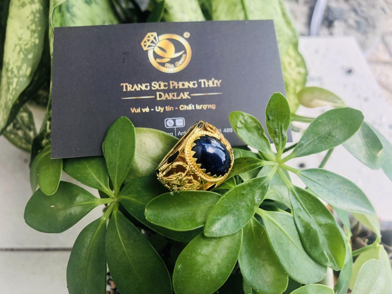 Nhẫn Rồng vàng chầu ngọc Sapphire đen