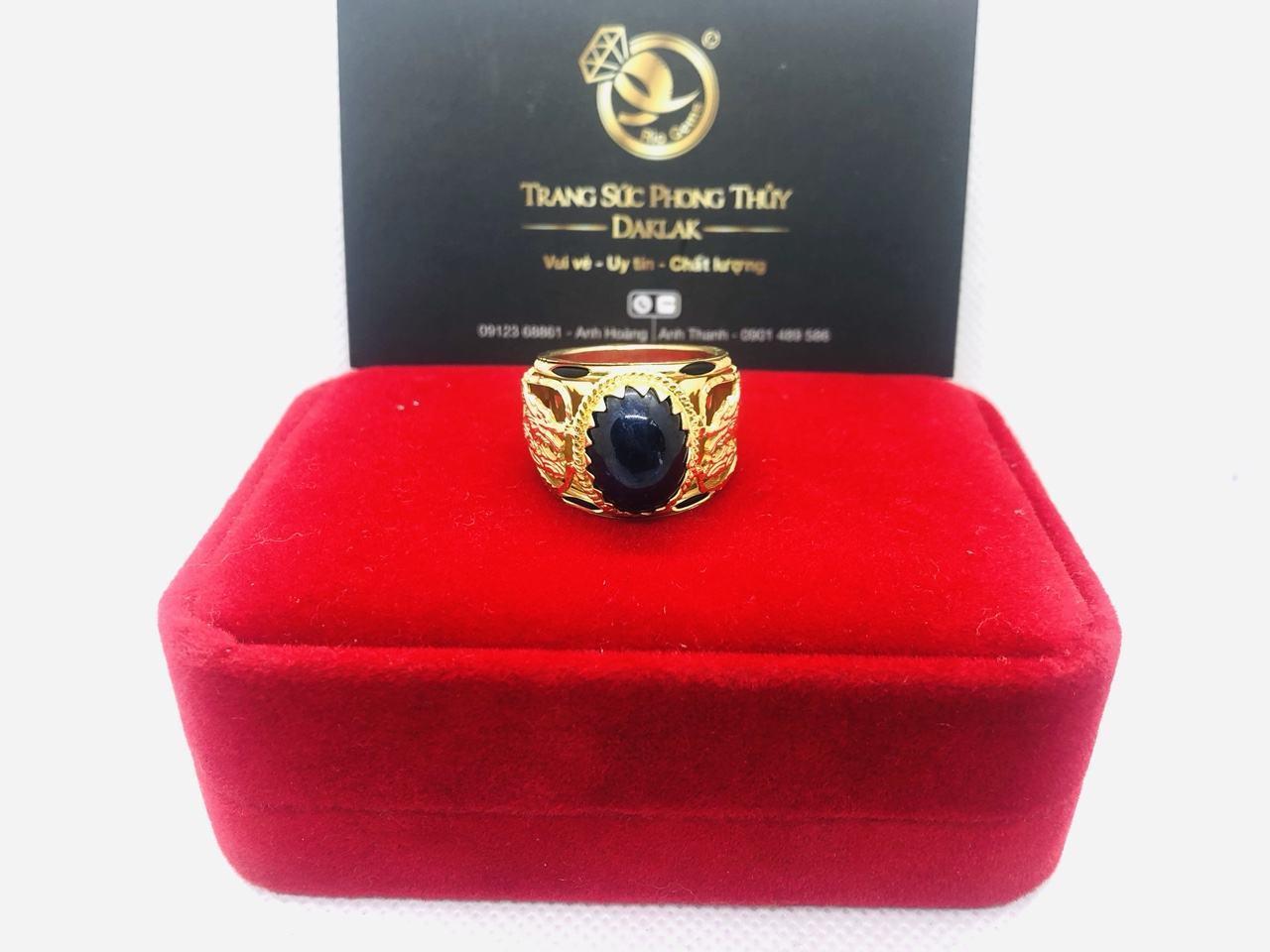 Nhẫn Rồng vàng chầu ngọc Sapphire đen Riogems