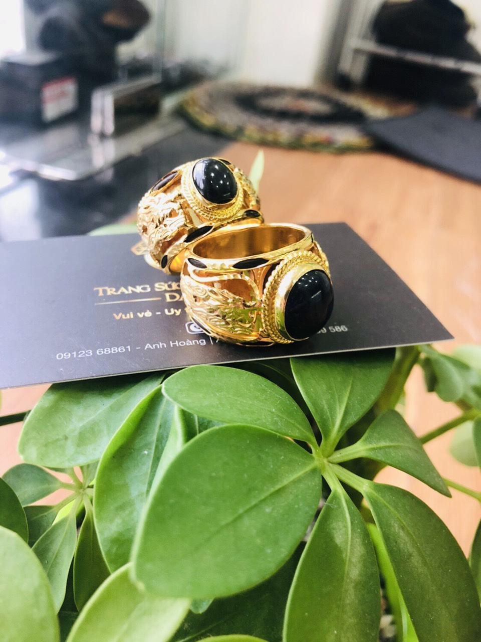 Nhẫn Rồng vàng 18K đính ngọc đen