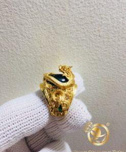 Nhẫn Rồng cuộn vàng ngậm ngọc xanh lá hợp mệnh Mộc, Hỏa