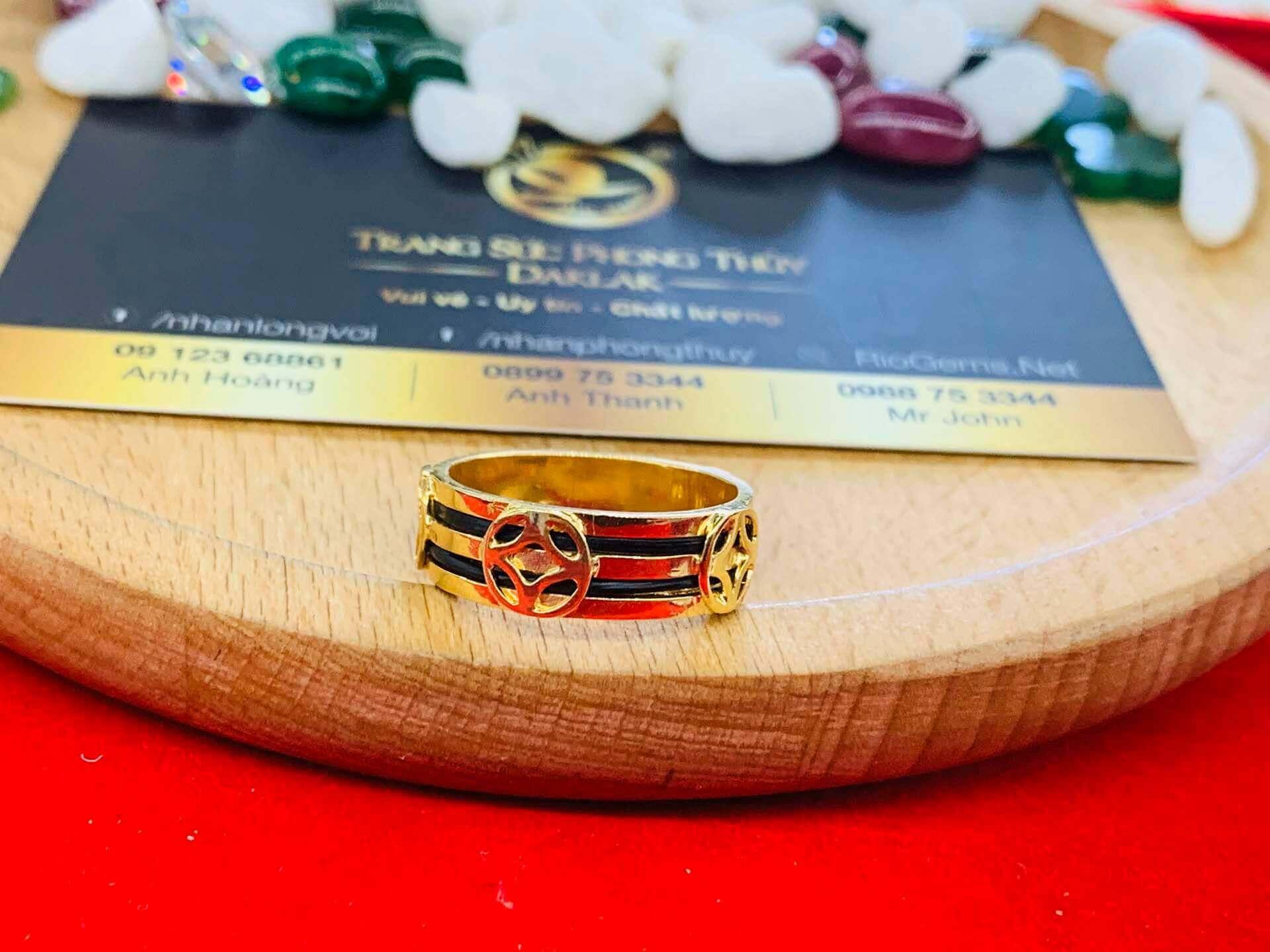 Nhẫn TÀI LỘC mini vàng 18K phong thủy Riogems