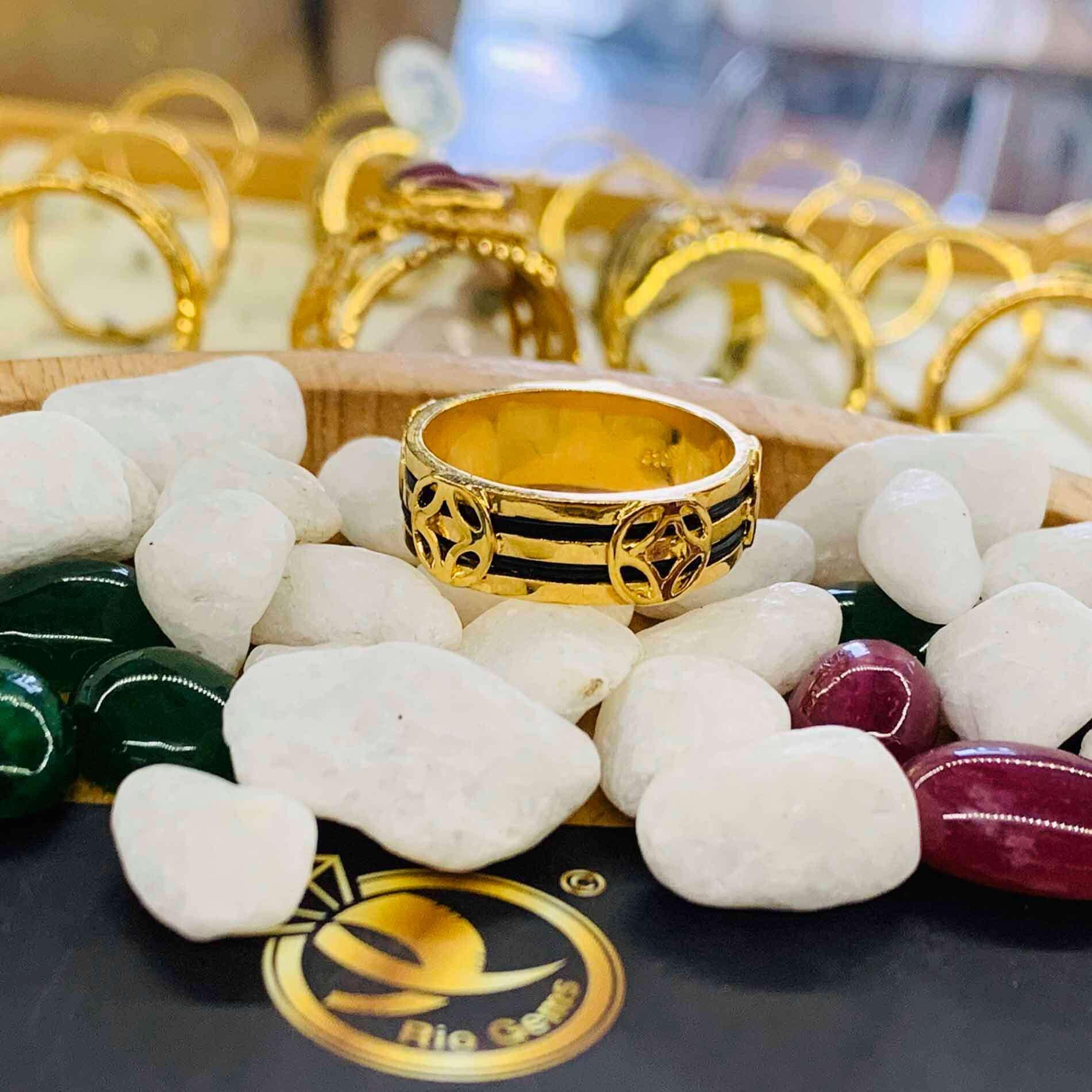 Nhẫn TÀI LỘC vàng 18K phong thủy Riogems