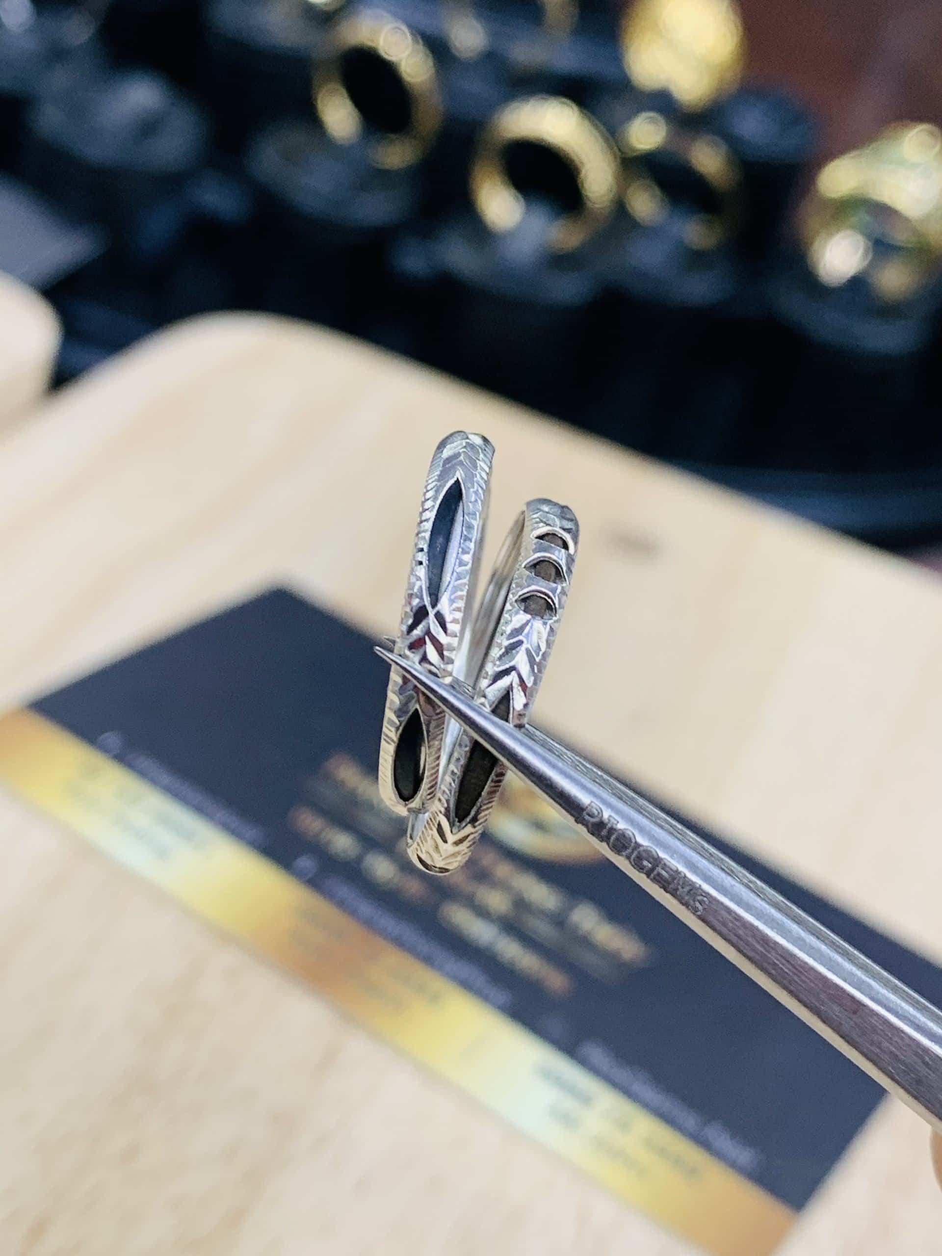 Nhẫn bạc ta xỏ lông phong thủy Riogems