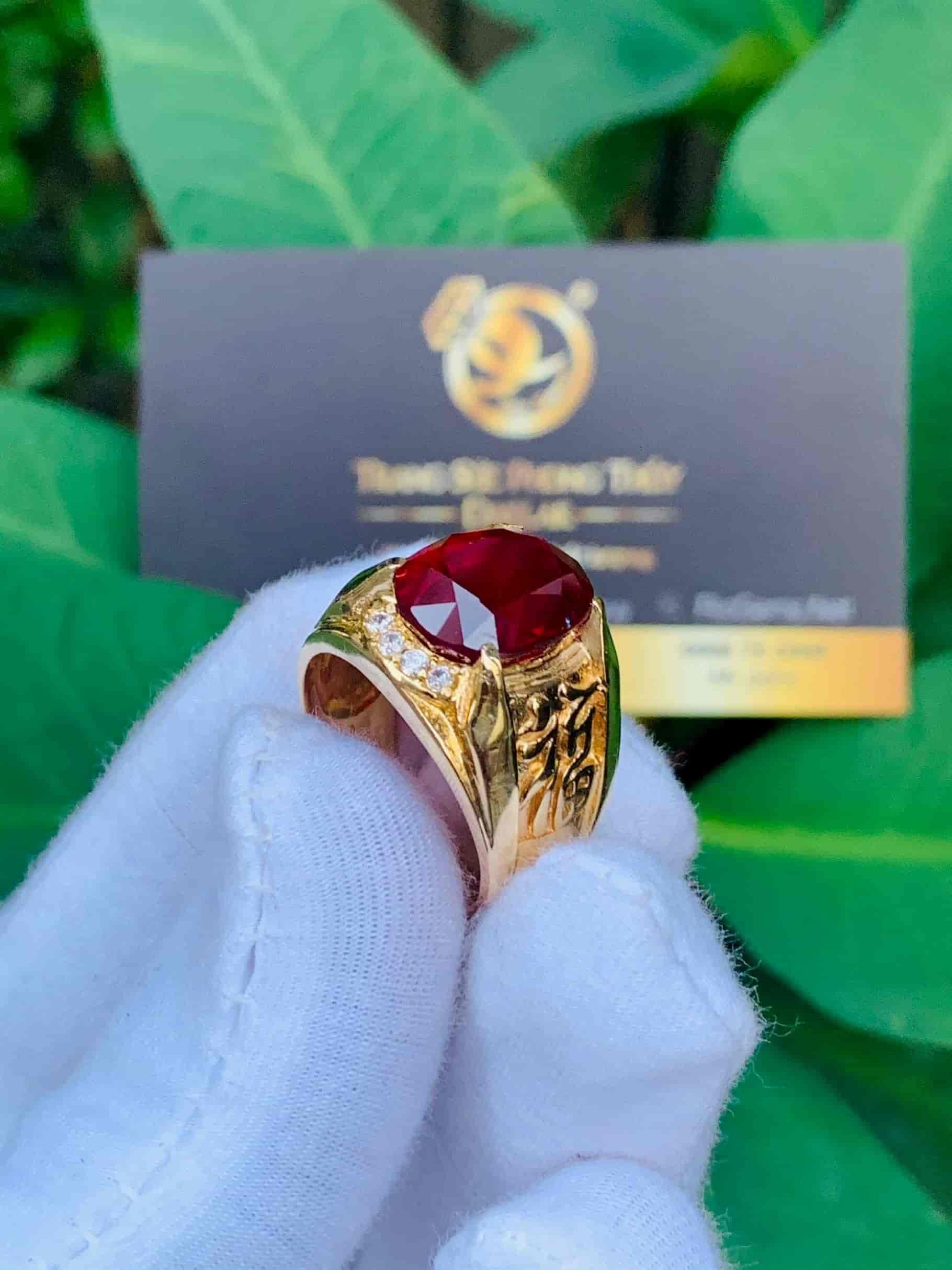 Nhẫn chữ LỘC vàng đính Ruby cắt giác Kim Cương