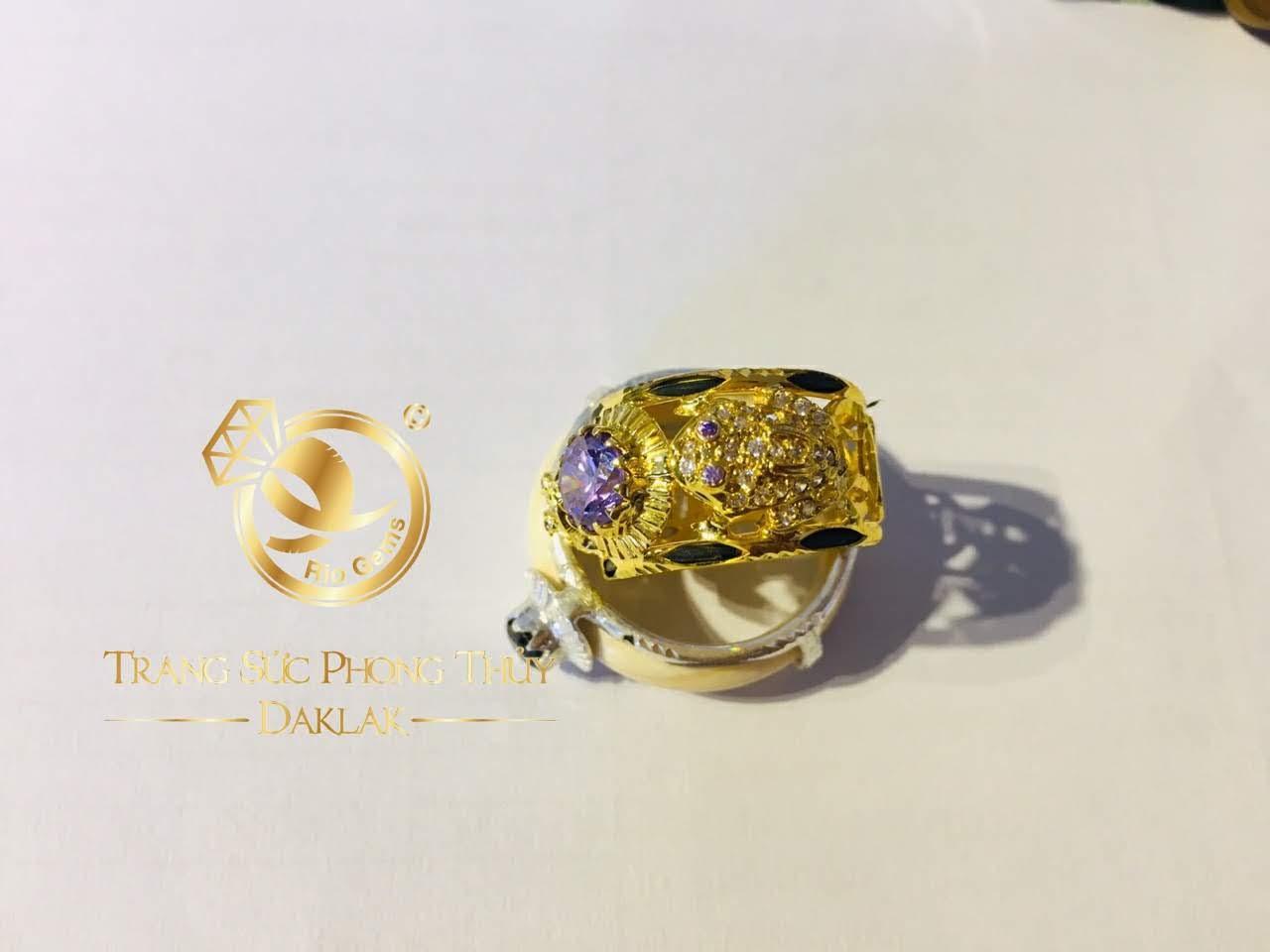 Nhẫn cóc vàng 18K phong thủy ngậm ngọc Cz