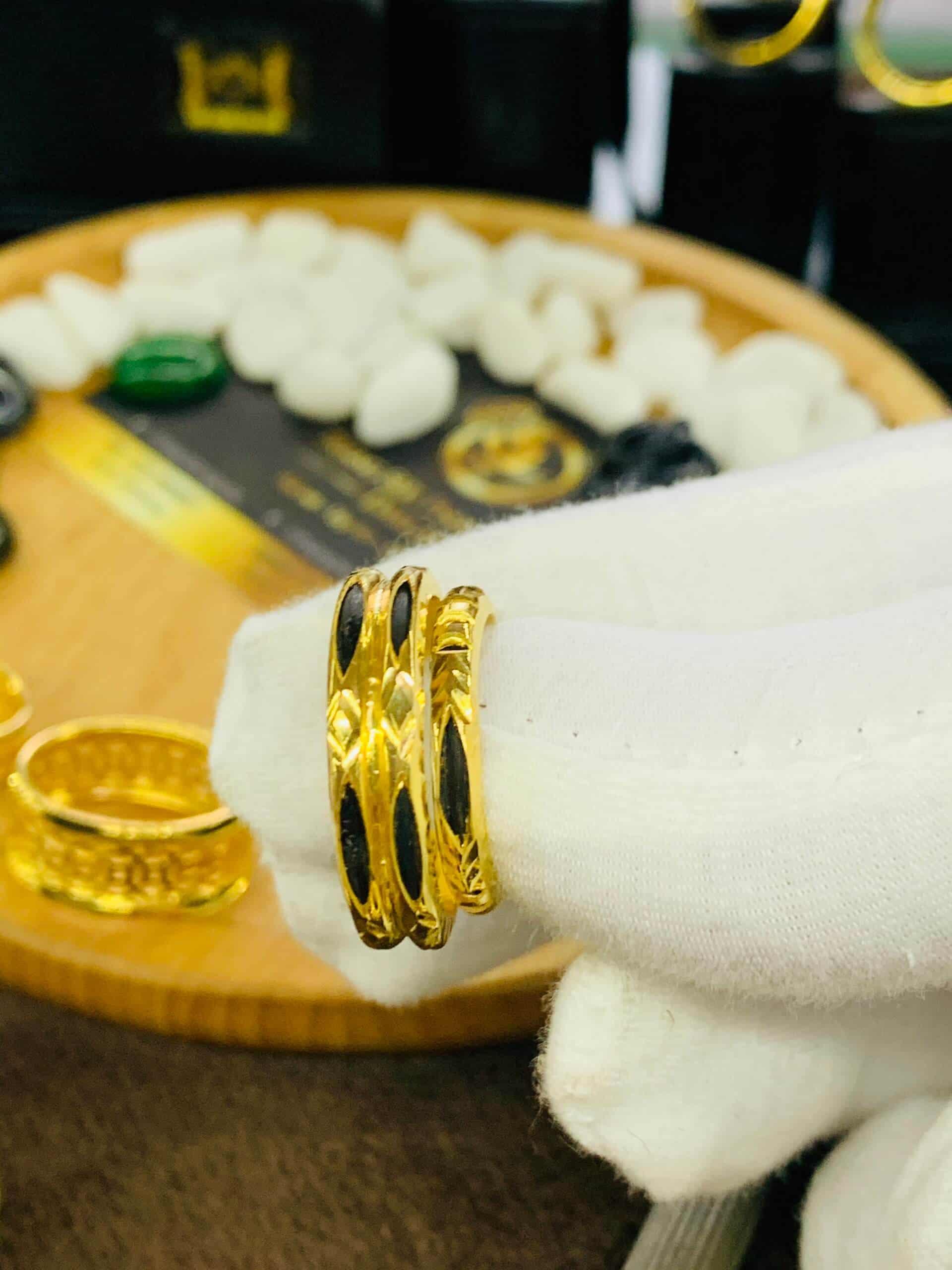 Cặp nhẫn cưới vàng 18k