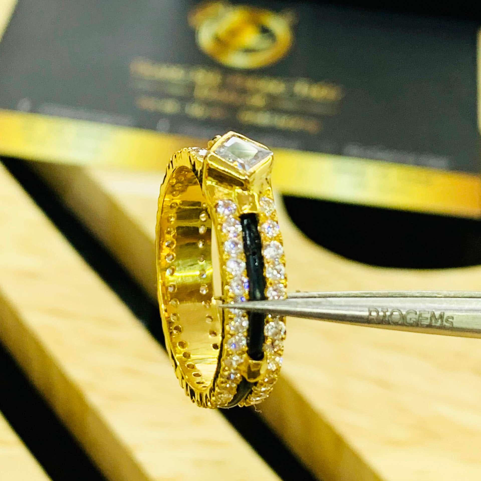 Nhẫn nam nữ đính 2 hàng đá Cz vàng 18K (lông FAKE)