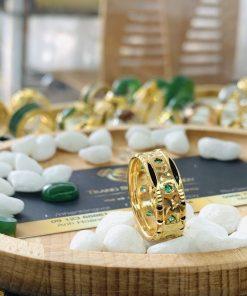 Nhẫn nam vàng 18K đính 9 viên đá Cz xanh lá 2 viền lông
