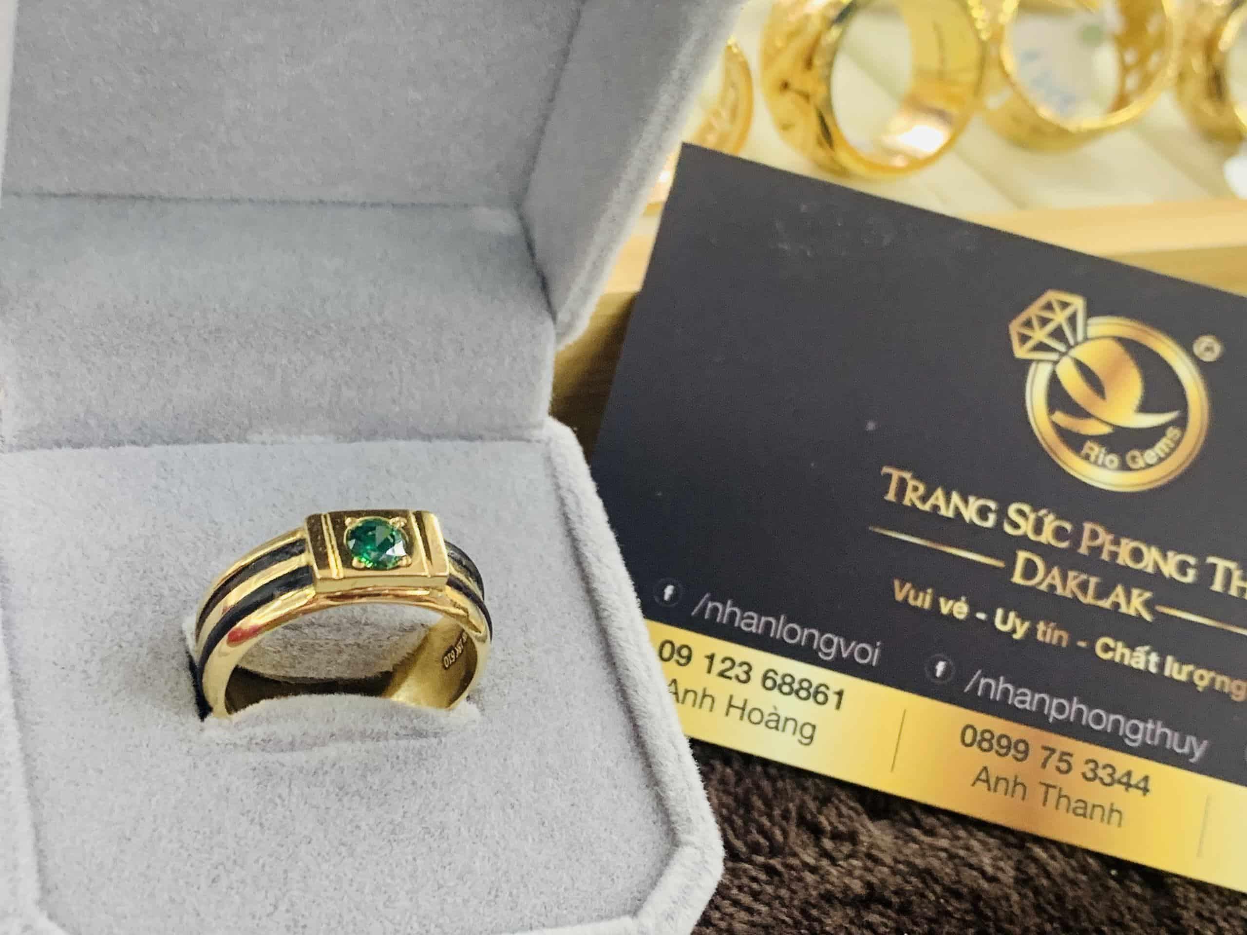 Nhẫn nam vàng 18K đính CZ xanh lá