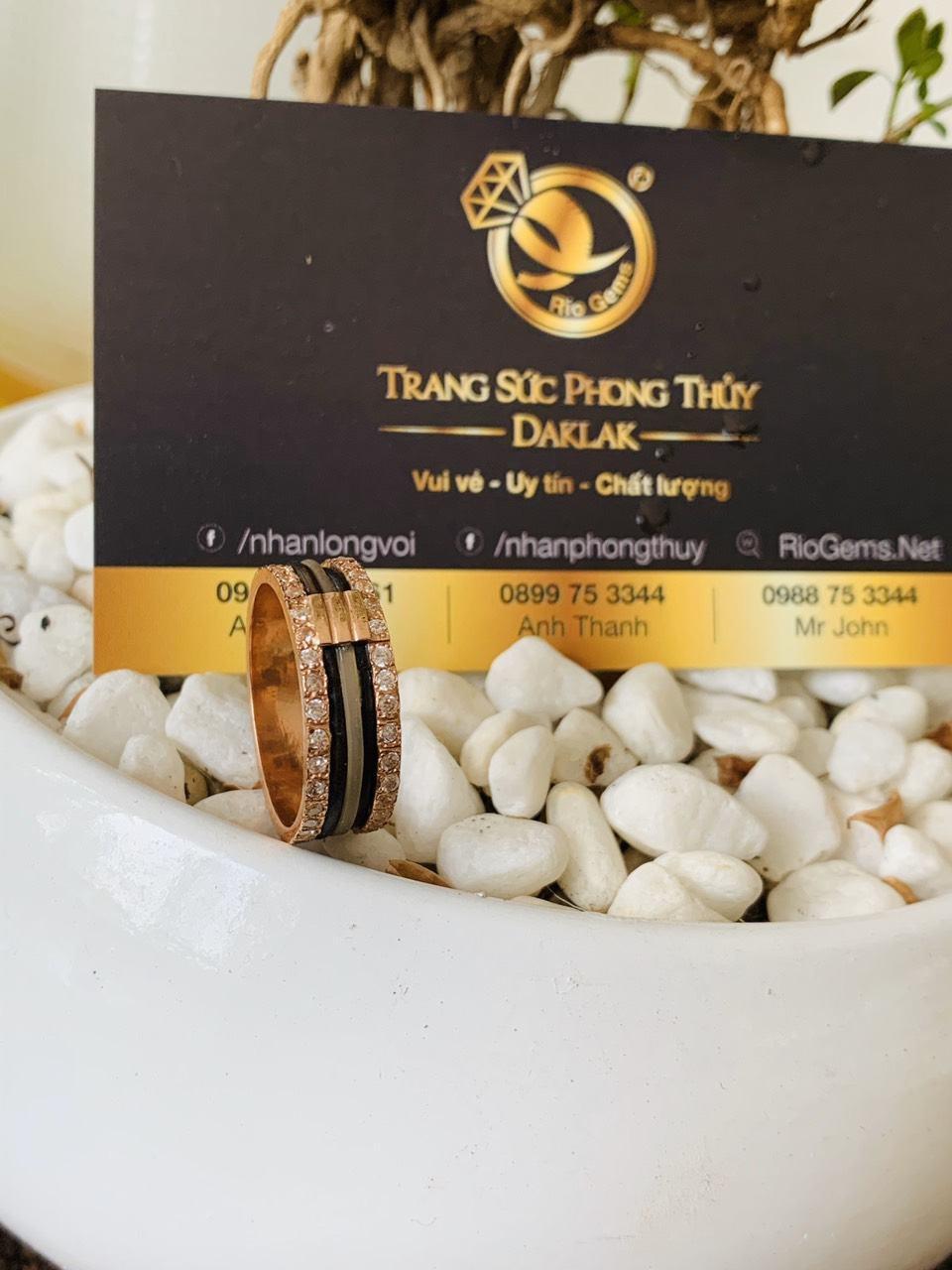 Nhẫn nam vàng 18K luồng 3 lông trắng