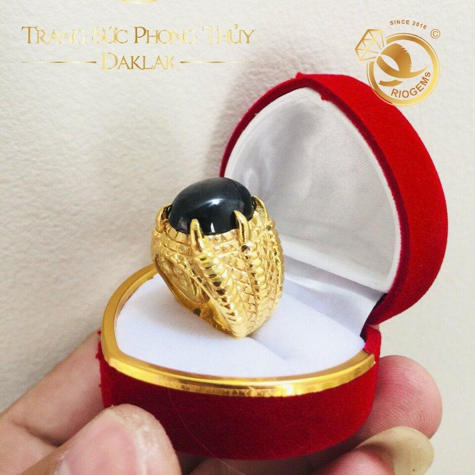 Nhẫn nam vàng đính Sapphire đen 4 chấu