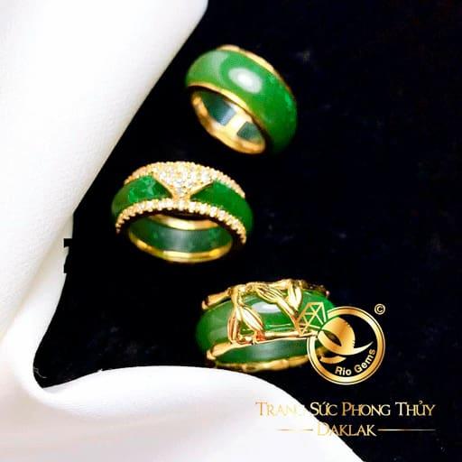 Nhẫn ngọc Bích bọc lá trúc Vàng