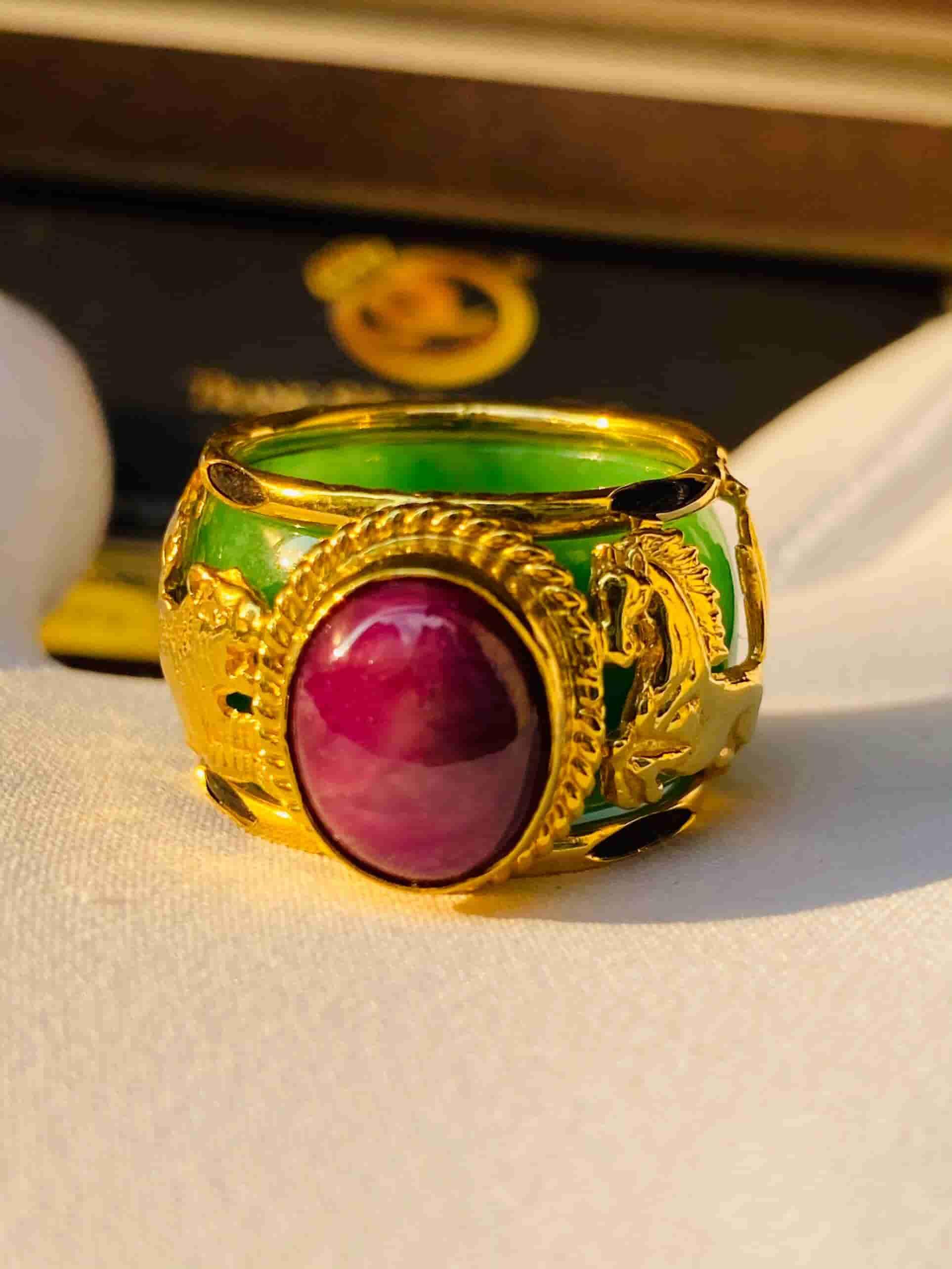 Nhẫn ngọc Jadeite bọc Cọp & ngựa vàng chầu Ruby Yên bái
