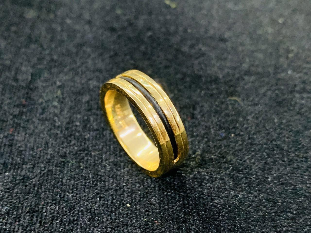 Kiểu nhẫn nữ đẹp 2 viền khắc vàng 18K - Bảng 6 mm