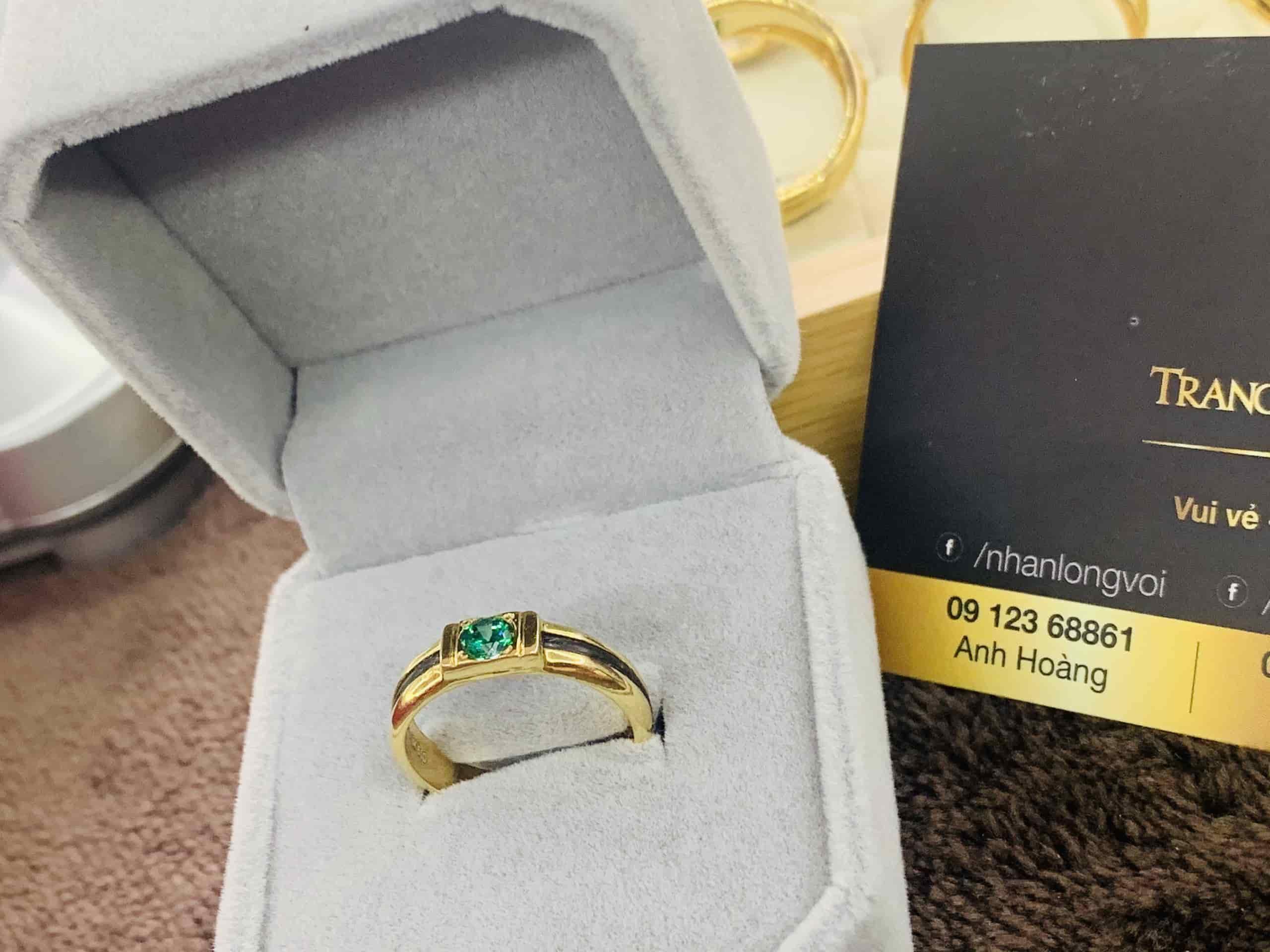 Nhẫn nữ vàng 18K đính CZ xanh lá
